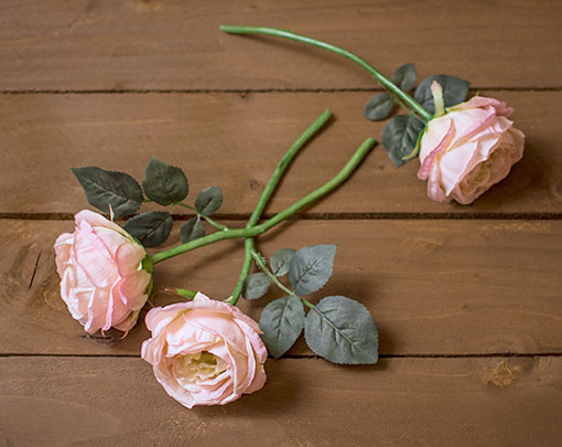 Each lifelike rose bud is accented with natural details emulating live roses.