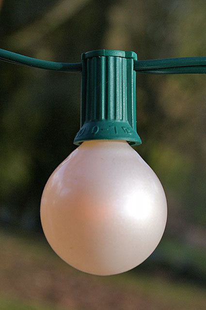 Take this globe string light outdoors for your garden party, or keep it indoors as lighting for your bridal or baby shower.
