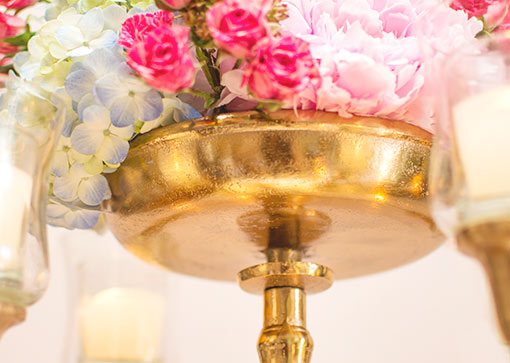 An attachable bowl is included with this candelabra to display floral arrangements for your garden party or wedding.