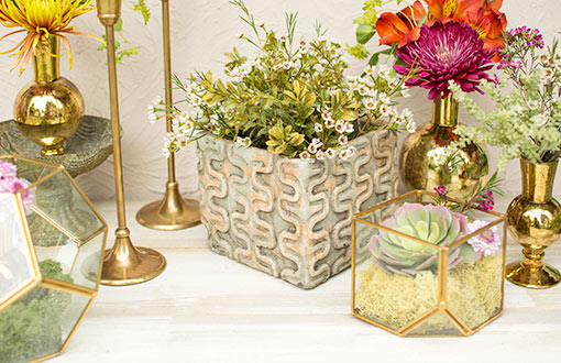 Fill this ceramic planter pot with sprigs as a refreshing addition to your tablescape. Pair it alongside terrariums, gold toned bud vases, candle holders, succulents and moss for an exotic and captivating centerpiece.