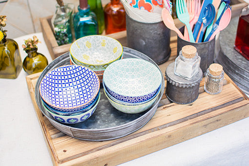 Mix and match these fetching ceramic tidbit bowls to complement your rustic farm table! Accent with galvanized trays and coordinating reusable utensils to create a stylish spread.