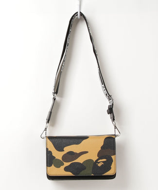 A BATHING APE 1ST CAMO SHOULDER BAG L - BAPEPLUGTO