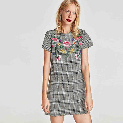 Short Sleeve Round Neck Edgy Floral Embroidery Dress
