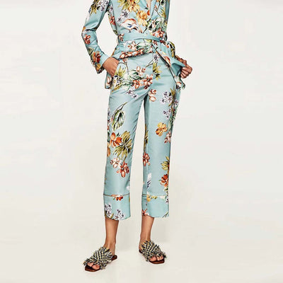 Medium Rise Flared Kitsch Floral Print Pants
