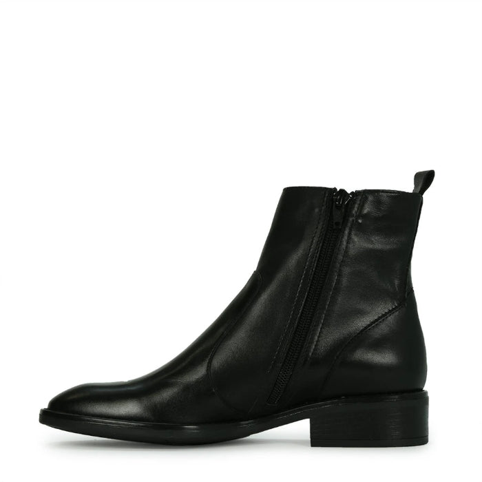 EOS Seline Leather Black Chelsea Boot