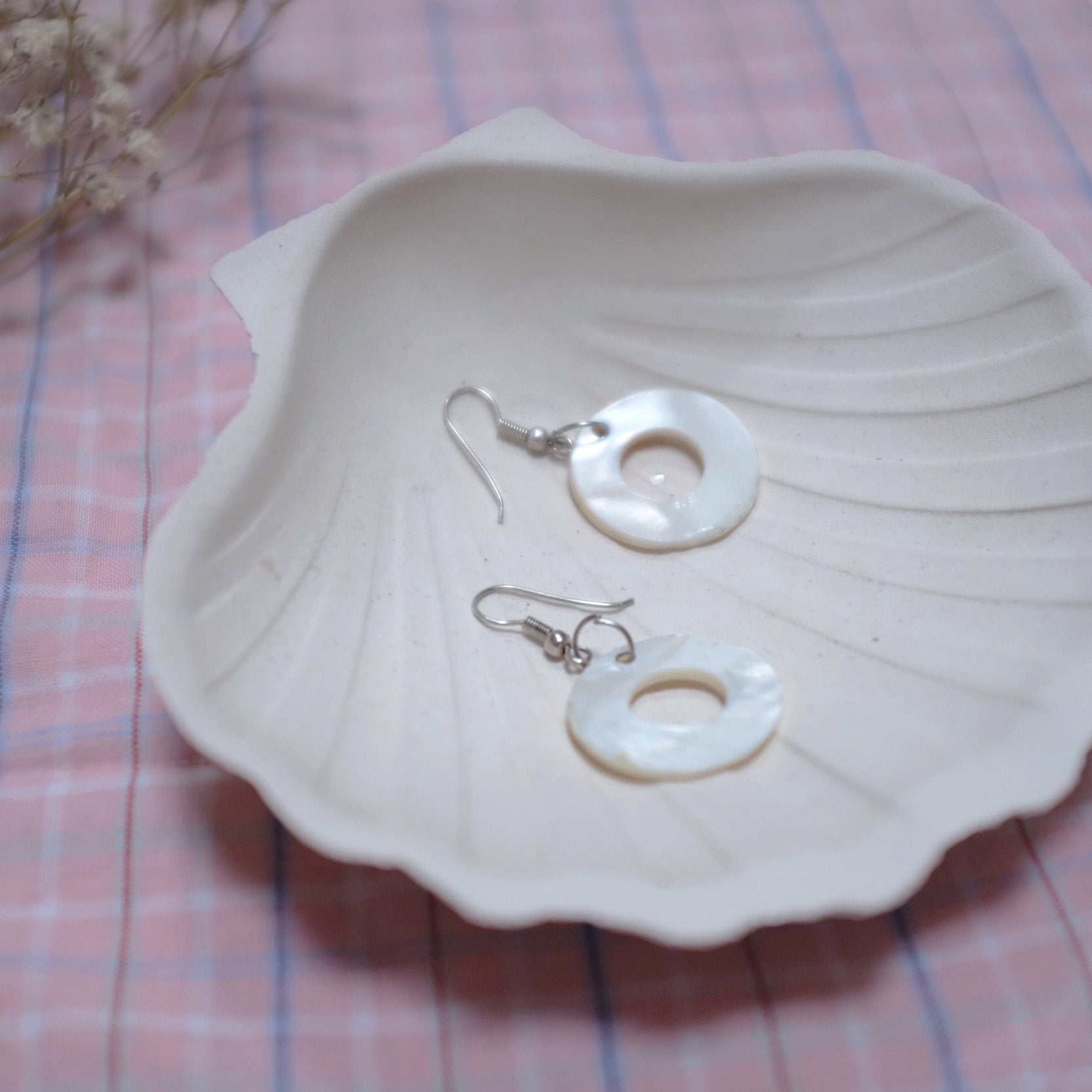 ROUND PEARLY EARRINGS