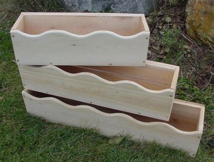 Scalloped Cedar Window Box