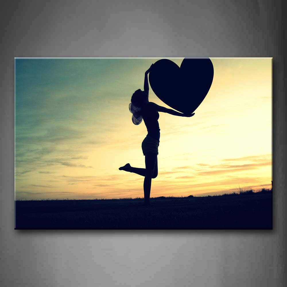 A Lady Who Carried A Heart  Wall Art Painting Pictures Print On Canvas People The Picture For Home Modern Decoration