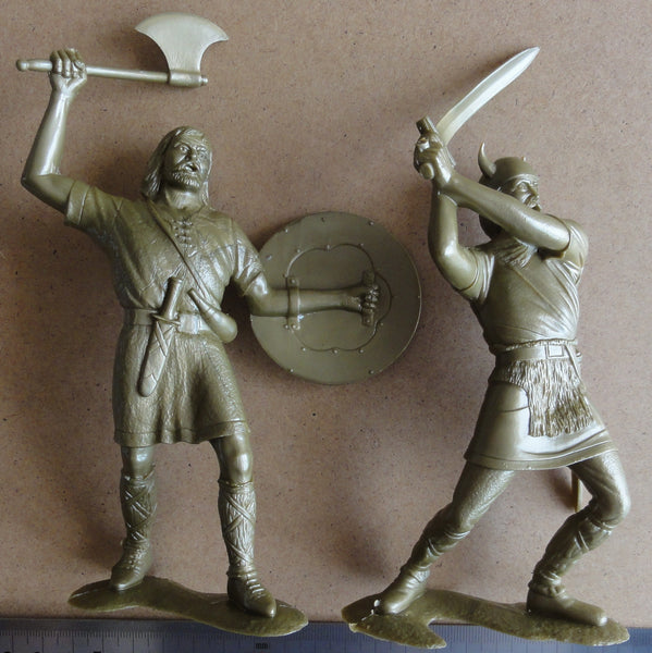 ARK Model Barbarians Set of two figures #3 (L-15cm)