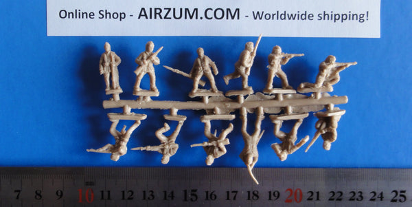 Sprue 1/72 British Royal Marines Light Infantry 12 Plastic Figures Red Box RB72022