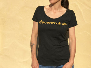 Decentralize Women's Scoop
