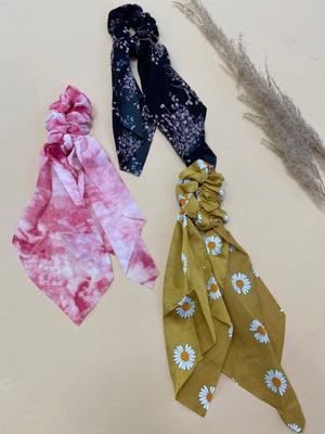 Flowered Long Tail Scrunchies Set