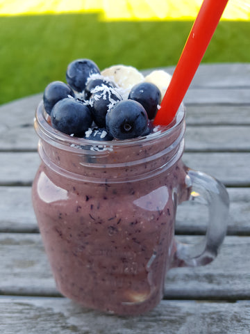 Banaan blauwe bessen appel havermout smoothie