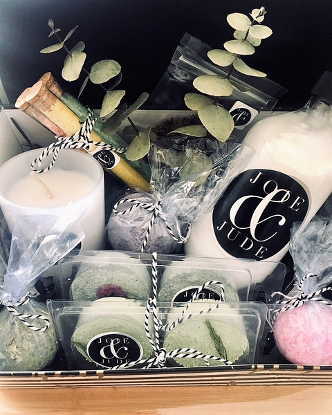 Our Luxurious Gift Box is wonderful to gift to the person you love, or keep it to pamper yourself!