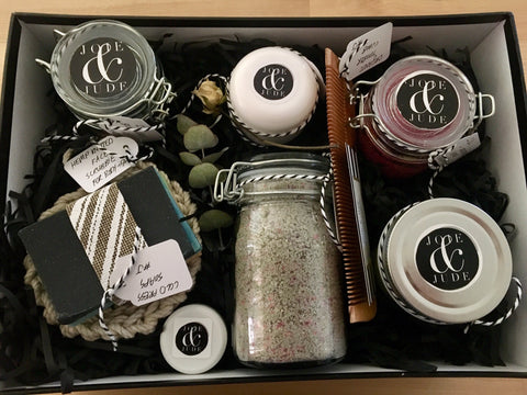 Send a spa box to anyone who needs to relax and feel great. This beautiful spa gift box is full of wonderful spa products which will make any person feel relaxed!