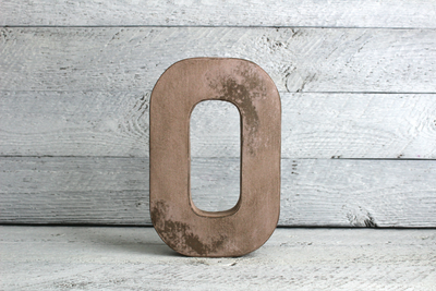 "Pink distressed ""wooden"" letter o"