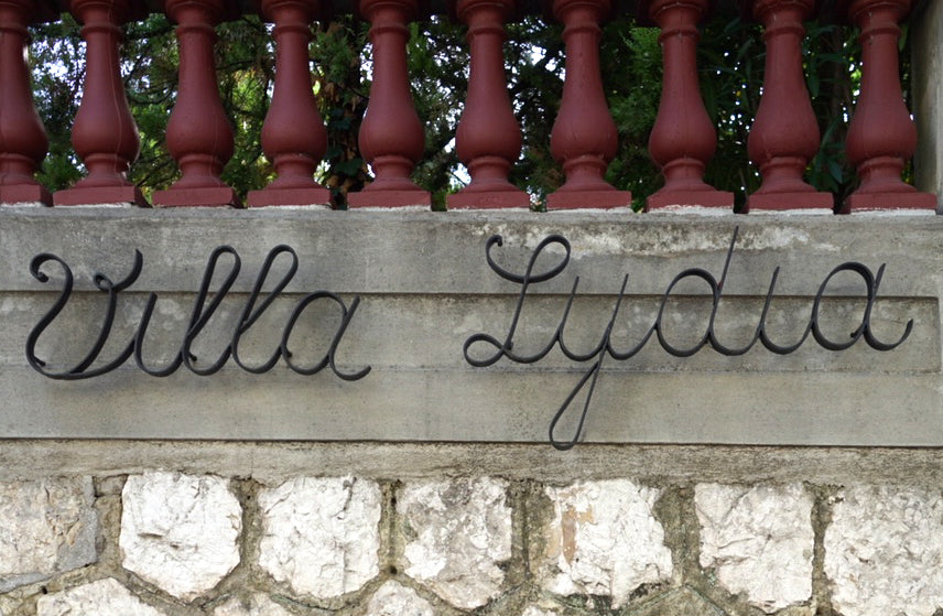 French Lettering: Logo Inspiration