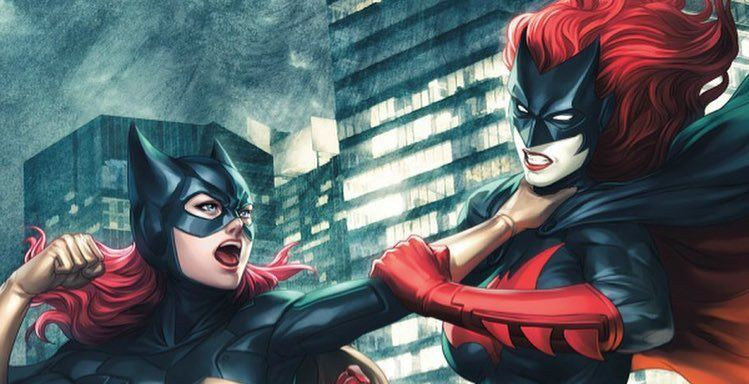 BATGIRL, BATWOMAN… BATWOMEN, KNOWING THE DIFFERENCE.