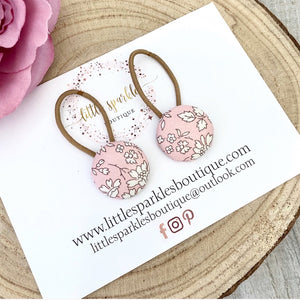 Pink And White Floral Button Set