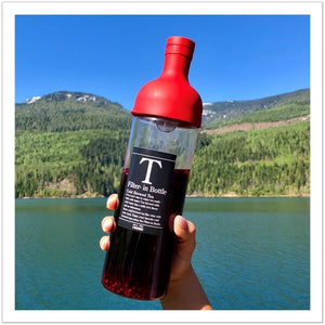 mashup teas hario cold brew bottle at the lake in british Columbia