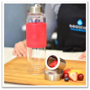 Marino Tea Infuser Bottle with salmon coloured silicone collar