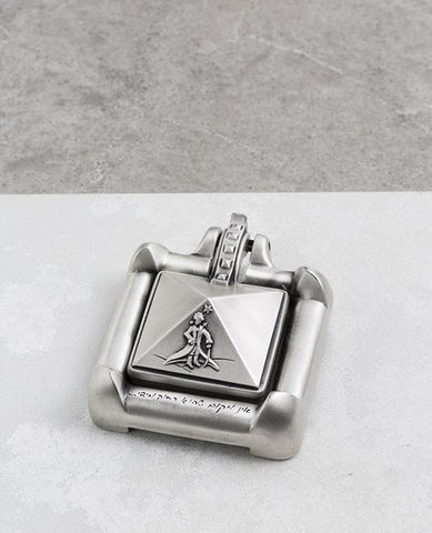 Desk compass plated in sterling silver.  Length: 7 cm  Width: 5 cm