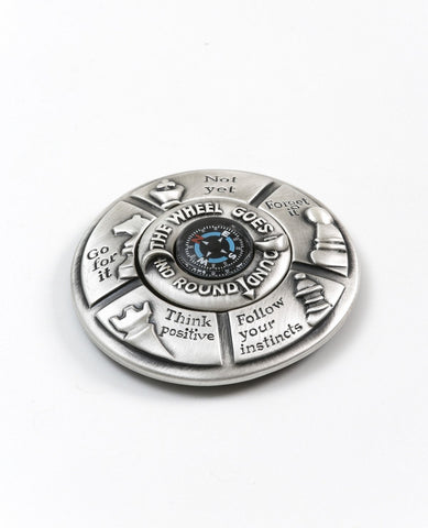 Desk compass plated in sterling silver.  Length: 8 cm  Width: 8 cm