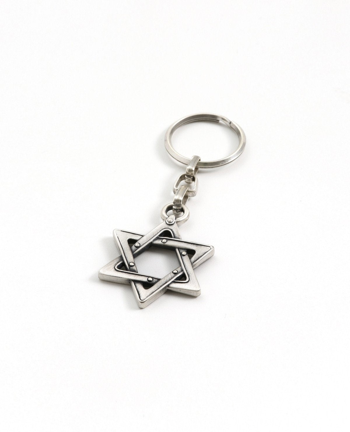 A keychain with a Star of David coated in sterling silver. The gift that says everything. A Star of David that will go everywhere with you to give you the feeling of safety, protection and belonging. Strong, reliable and classically designed, it will always make for a wonderful gift.   Length: 5 cm  Width: 4 cm