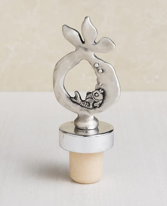 Sterling silver plated decoration on a cork.  Length: 9 cm  Width: 4 cm