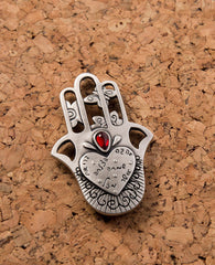 Hamsa shaped magnet with Swarovsky crystal and the 7 blessings.  Length: 7 cm  Width: 5 cm