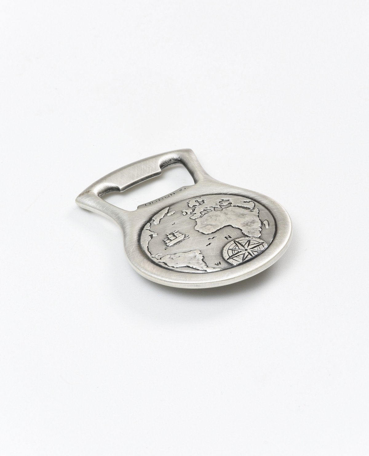 A sterling silver beer opener with a compass.  Length: 7 cm  Width: 5 cm