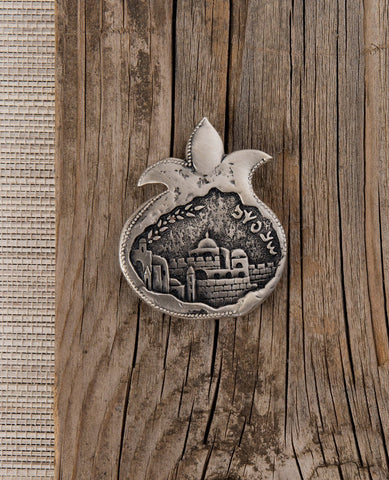 Pomegranate shaped magnet with the old city of Jerusalrm  Length: 5 cm  Width: 4 cm