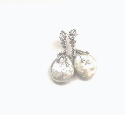 WHITE BAROQUE EARRINGS IN SILVER
