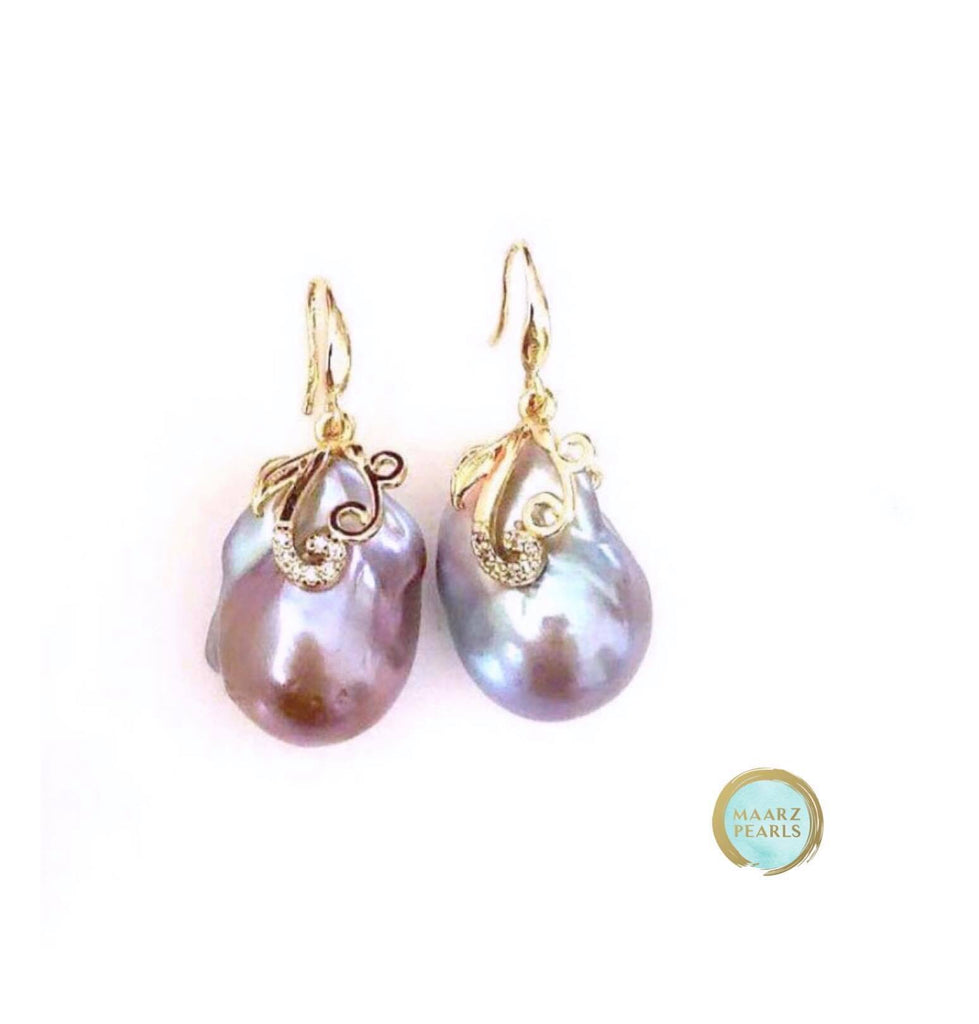 PINISH GREY BAROQUE EARRINGS IN GOLD WITH ZIRCONIA