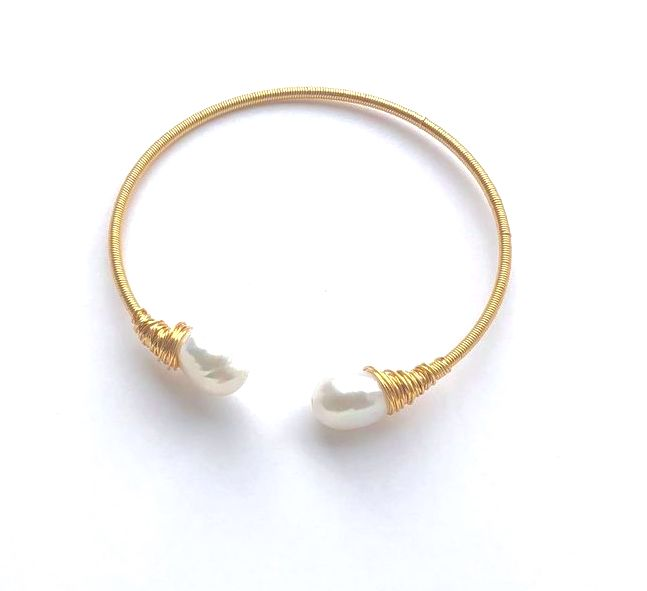 GOLD WIRE WITH DUAL WHITE PEARL BANGLE