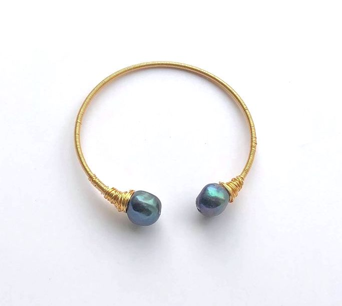 GOLD WIRE WITH DUAL BLACK PEARL BANGLE