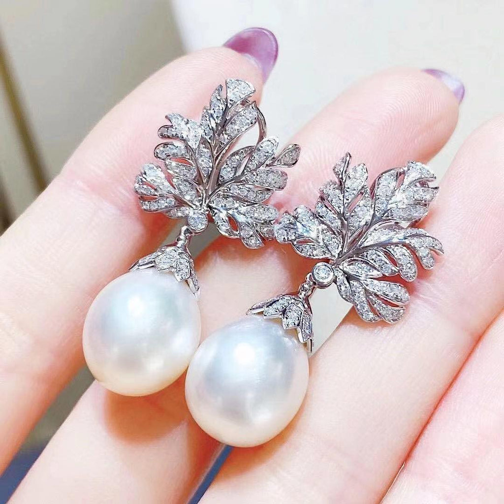 FLOWER PEARL EARRING IN WHITE