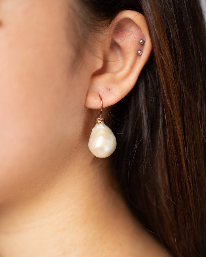 CLASSIC WHITE BAROQUE EARRINGS