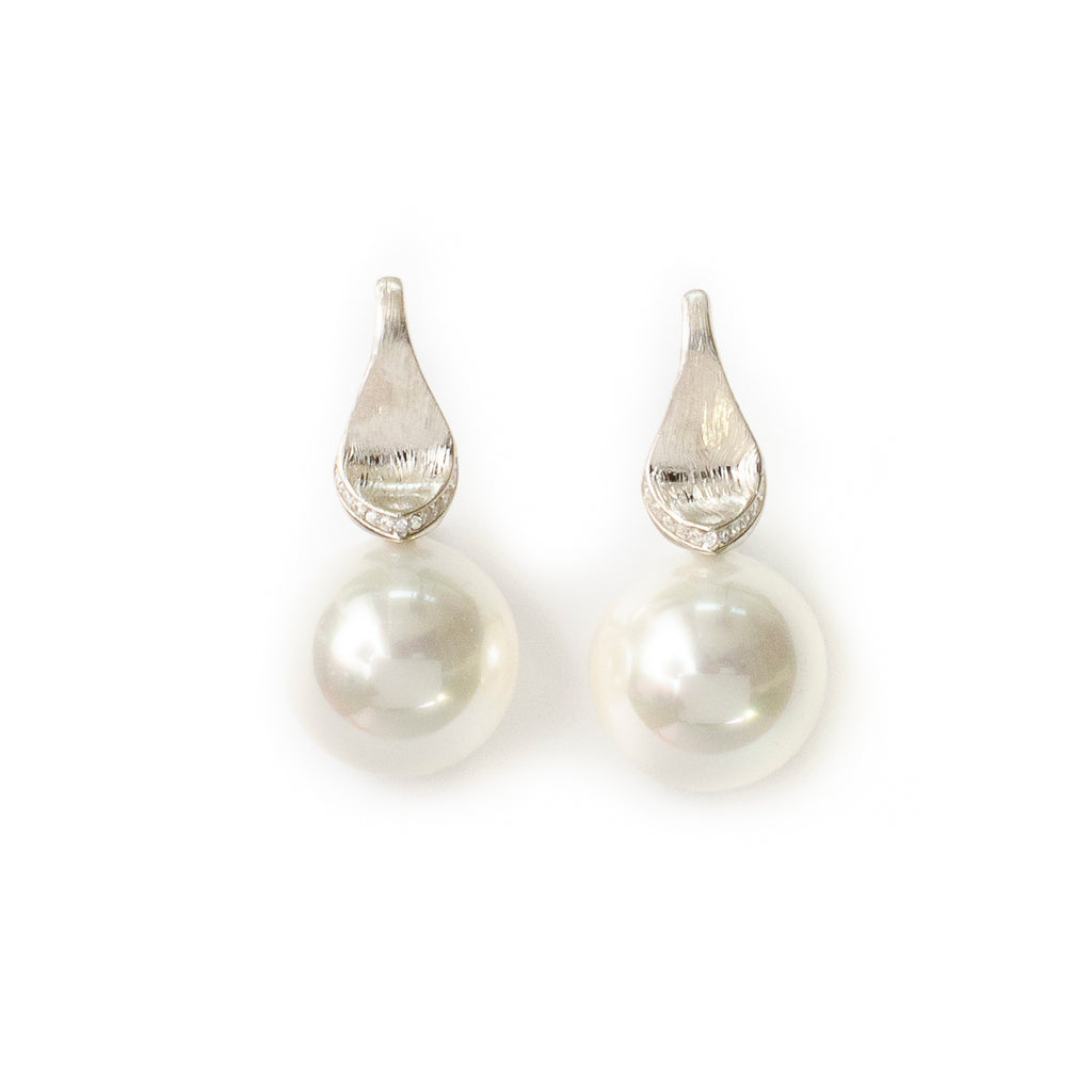 WHITE PEARL DROP IN SILVER