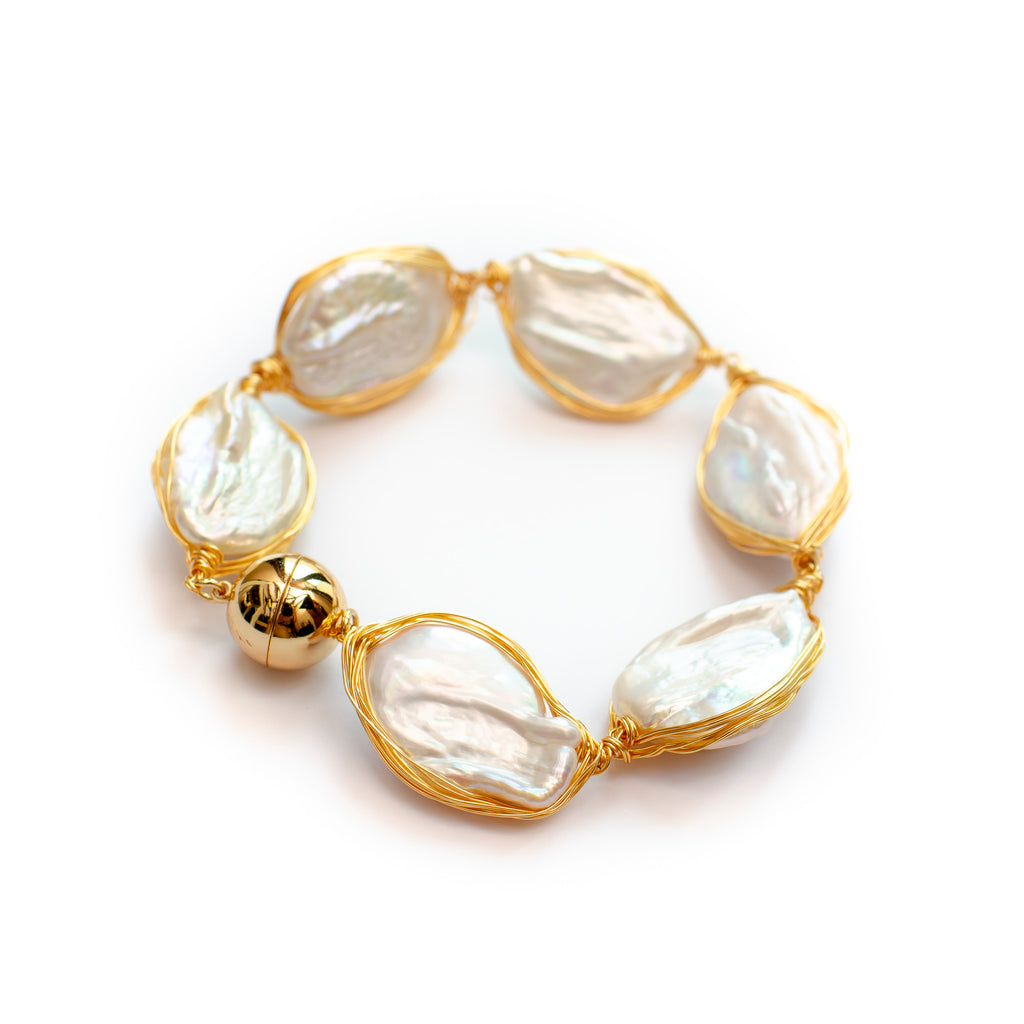 WHITE BAROQUE WITH GOLD WIRE BRACELET
