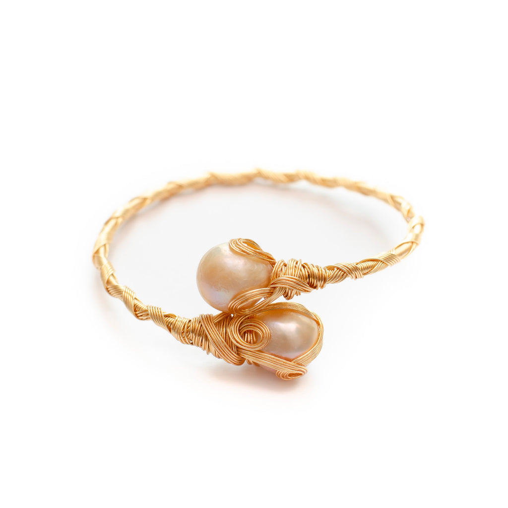 GOLD WIRE BANGLE WITH PINK PEARL