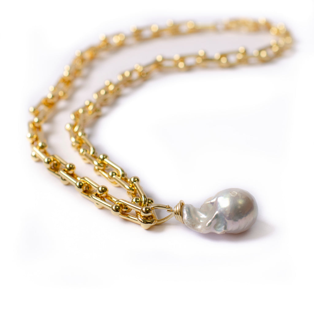 GOLD LOOP CHAIN WITH BAROQUE DROP