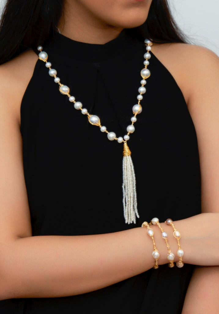 WHITE PEARL WITH TASSEL IN GOLD WIRE
