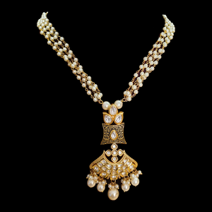 Vilandi Necklace with Earrings having Pearls  and Gold Plating (BANS00176)