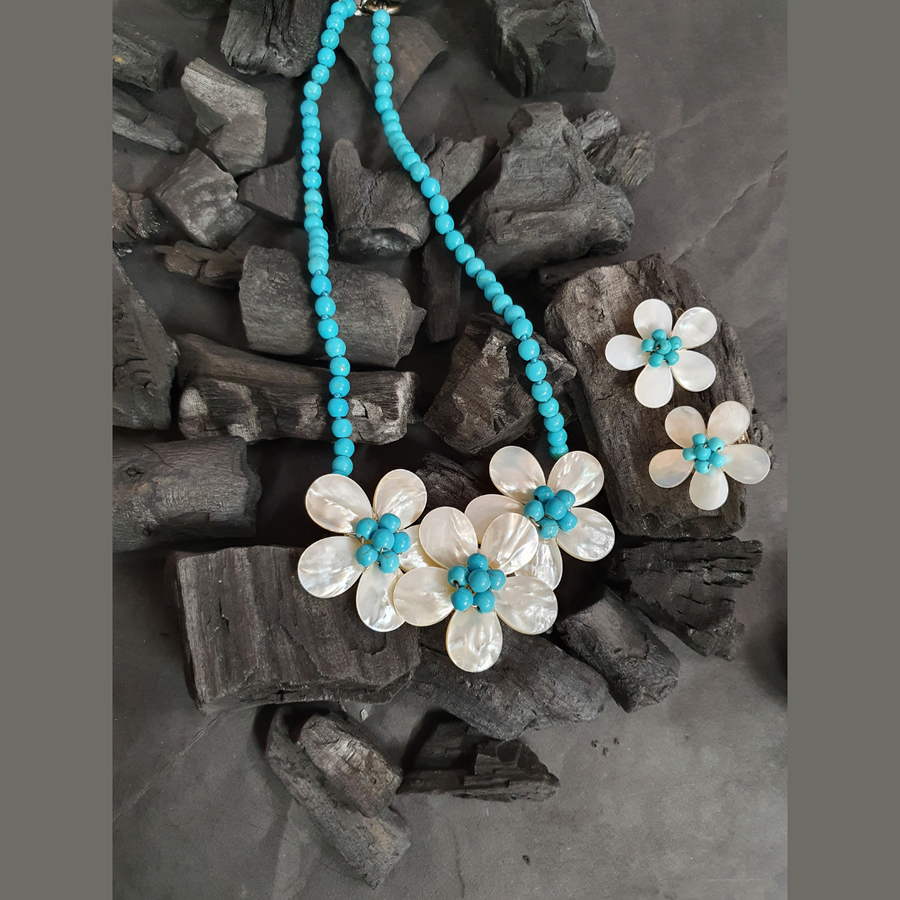 Floral Style Pretty Mala having Bright Blue Beads and Mother of Pearls (BANS00280)