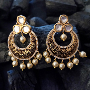 Gold Plated Ethnic Necklace Set having Attractive Vilandi Stones and Moti (BANSS00232)