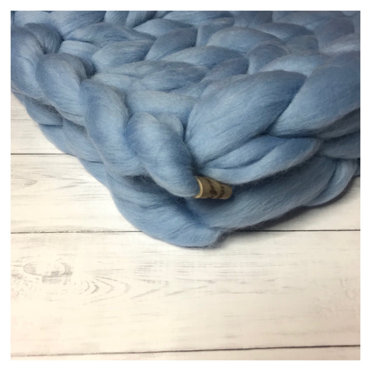 CHUNKY KNIT BLANKET - DREAM BLUE