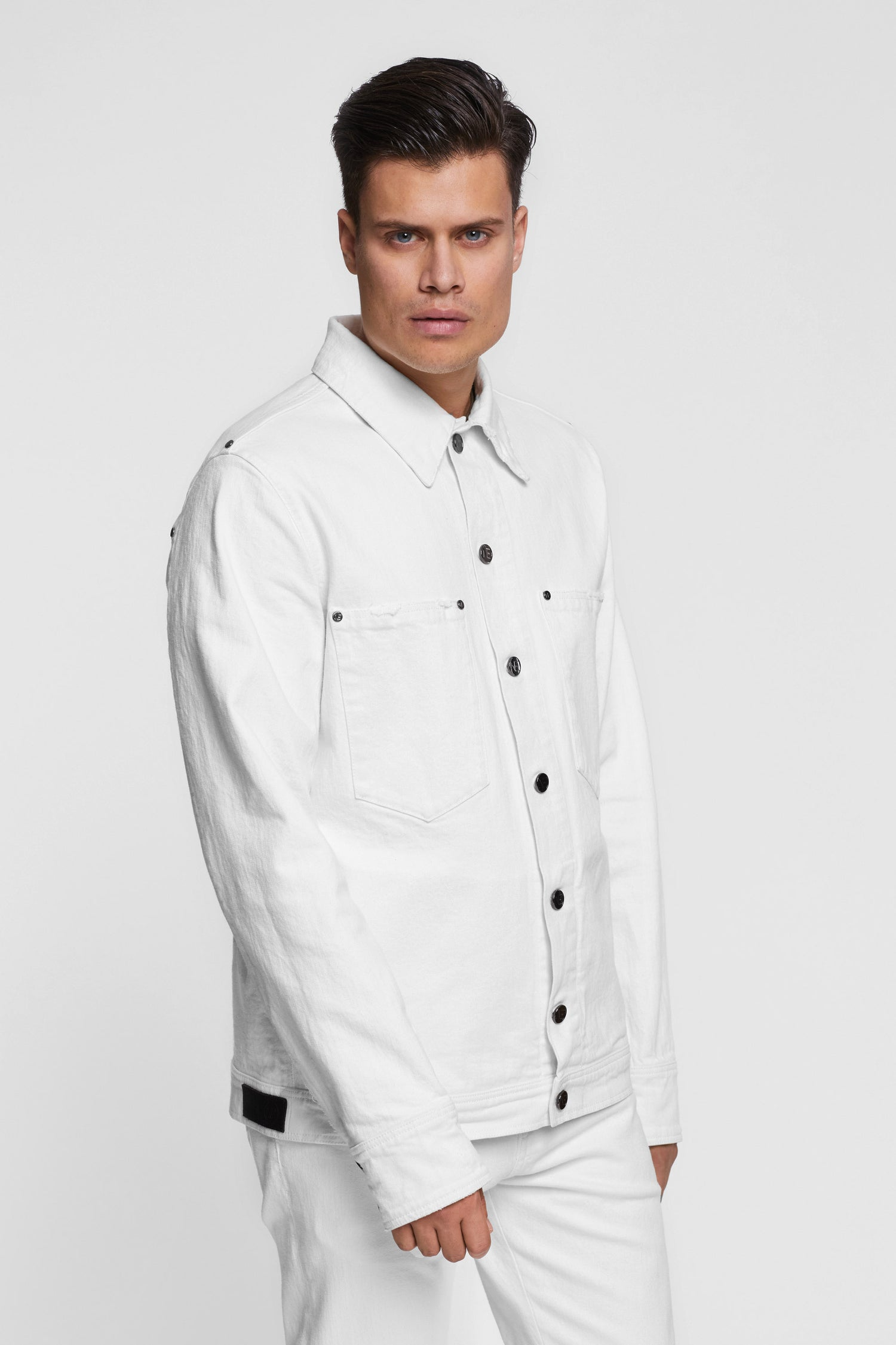 https://cdn.shopify.com/s/files/1/2973/0680/files/mens_white_jacket.mp4?11295085260309446073