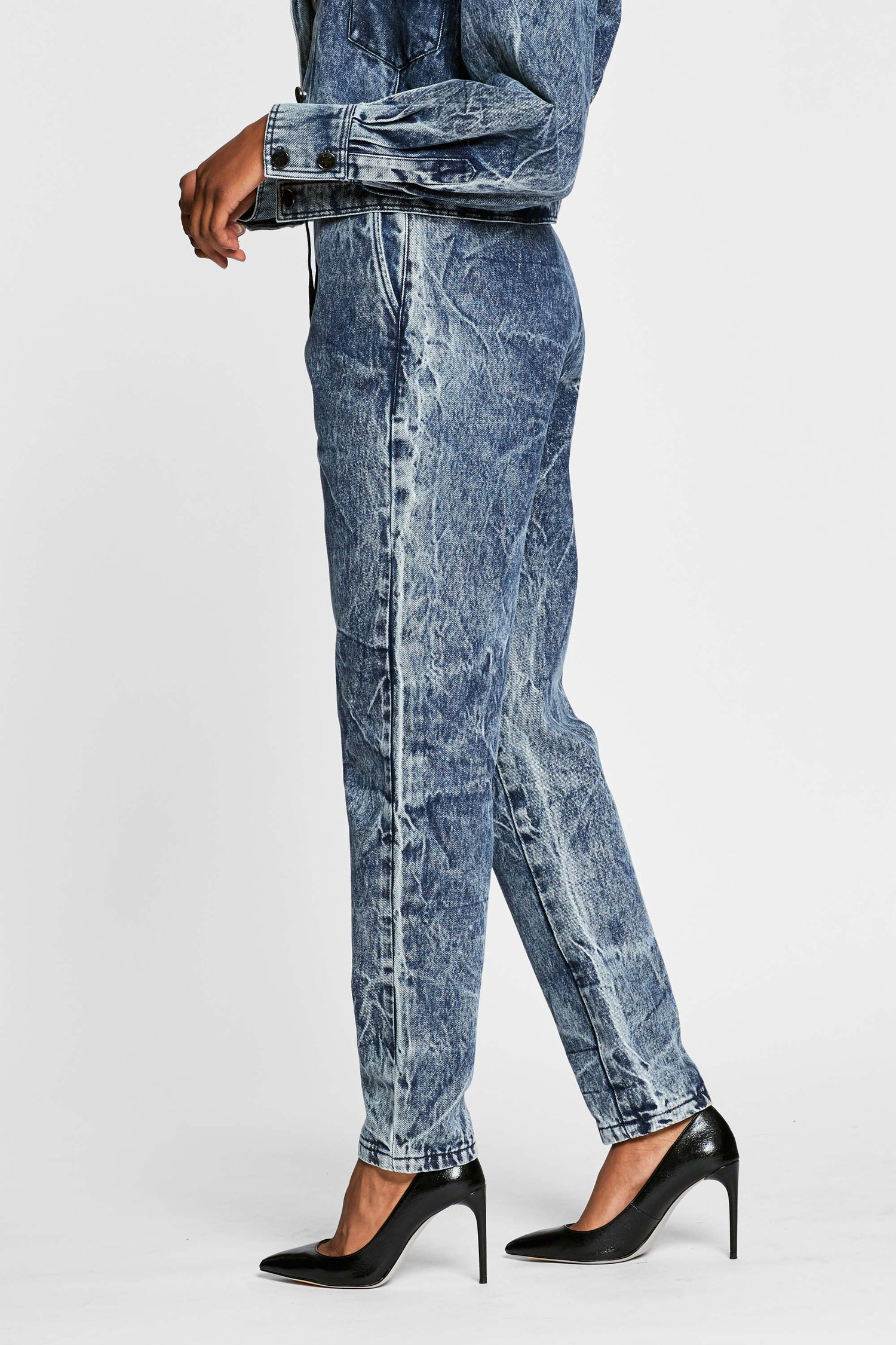 https://cdn.shopify.com/s/files/1/2973/0680/files/wate_denim_track_pant_31451ffe-e442-4de9-9d8b-d262a6b4f5b7.mp4?8615471476183325789