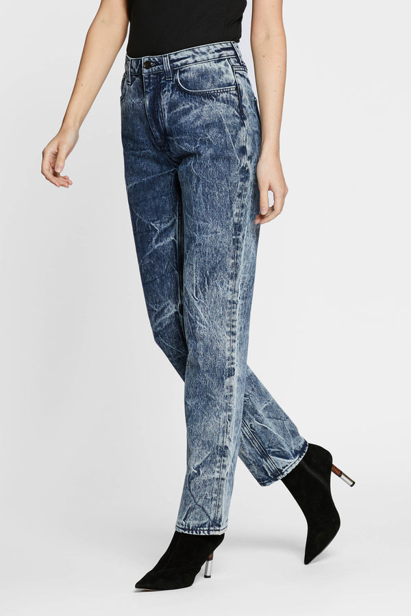 https://cdn.shopify.com/s/files/1/2973/0680/files/water_straight_jean.mp4?2936068496027844407